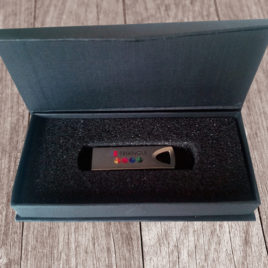 Pacchetto Alessia (USB Triangle in alluminio + Box Chiusura Magnetica)